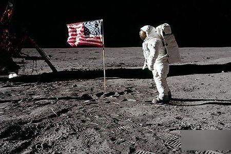 月球被不明物体撞歪? NASA决定重返月球 美国登月是骗局吗