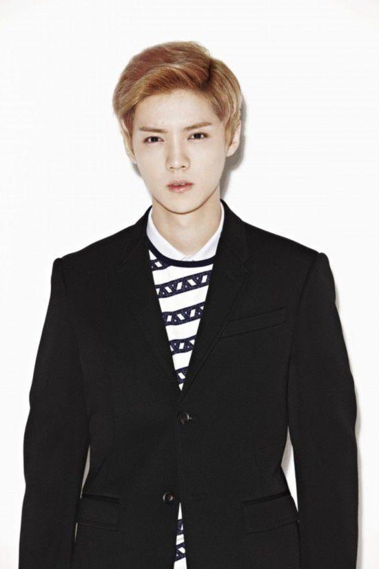 2008年赴韩国留学,留学期间在明洞逛街时被S.M Entertainment公司星探发掘,2010年签约成为旗下练习生。