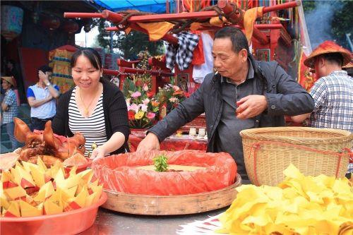 漳州龙文区梧桥村举行过火活动纪念保生大帝诞