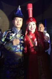 89年港姐季军三亚完婚46岁梁佩瑚出嫁黄百鸣等人出席