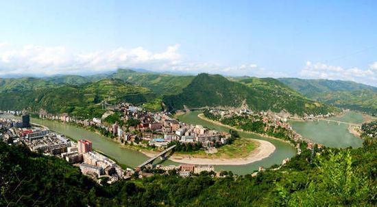 旬阳县城拥有奇异的地貌资源,形成以自然造化,灵性无限的太然太极