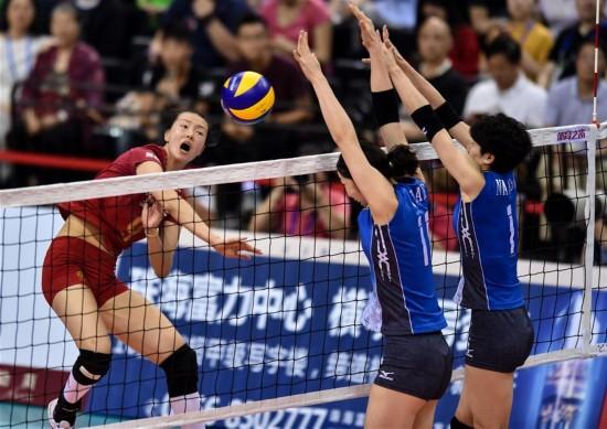 (体育)(1)排球――中日女排精英赛:中国胜日本