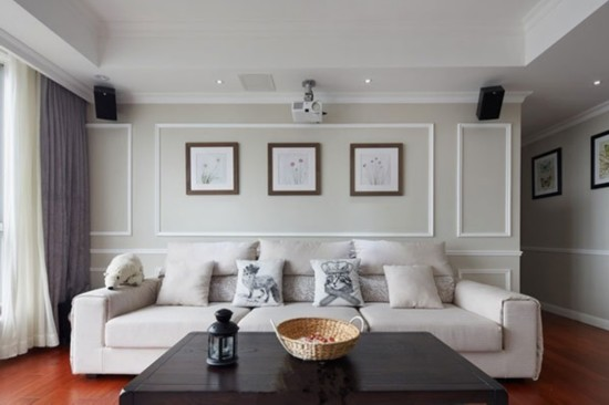 白色的墙壁搭配白色的沙发装修效果图,纯色背景看起来十分简约.图片
