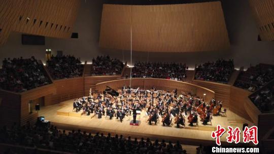 """第33届""""上海之春""""国际音乐节在首创典范乐声中揭幕"""