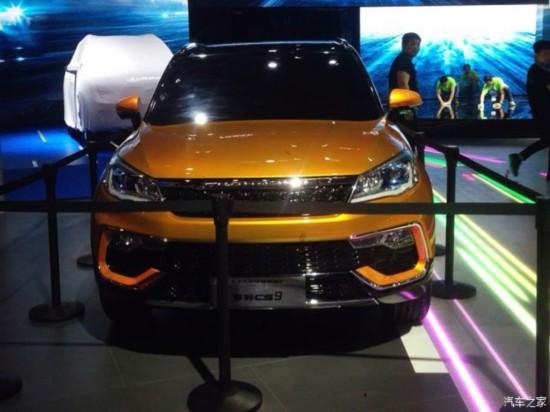 其前脸采用了猎豹汽车家族式设计风格,两侧匹配的前大灯线条感很强,并