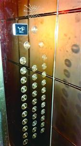 小区装刷卡电梯定位楼层 居民晒被子只能徒步