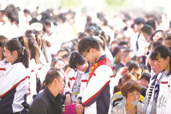 盐城大丰新丰中学高二学生举行十八岁成人礼