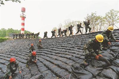 南京建邺区江心洲街道实战演练防汛抢险