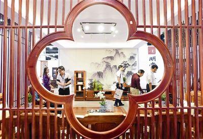 杭州红木古典家具精品博览会昨开幕   博览会现场,明堂红木,东方荟