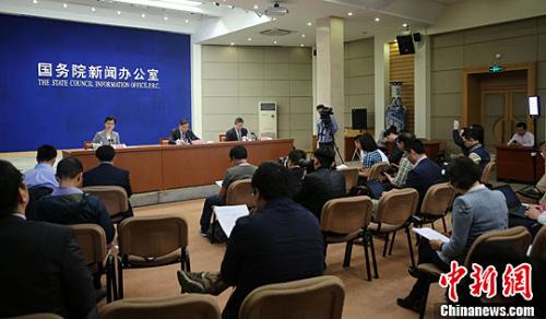 5月6日,中国国务院新闻办公室举行国务院政策例行吹风会,住房城乡建设部副部长陆克华在会上介绍加快培育和发展住房租赁市场的有关情况,并回答记者提问。<a target='_blank'  data-cke-saved-href='http://www.chinanews.com/' href='http://www.chinanews.com/'><p  align=