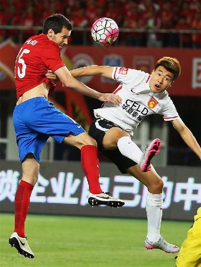 (体育)(1)足球――中超:华夏幸福胜河南建业
