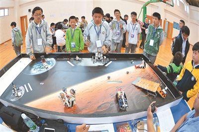 南京中小学生机器人竞赛举行 千人参加角逐