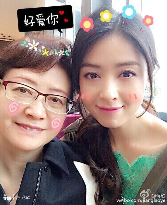 蔣欣晒與媽媽溫馨合影 網友:還是親媽好