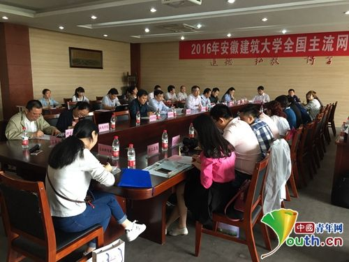 20余家网络媒体走进安徽建筑大学。中国青年网记者 王龙龙 摄