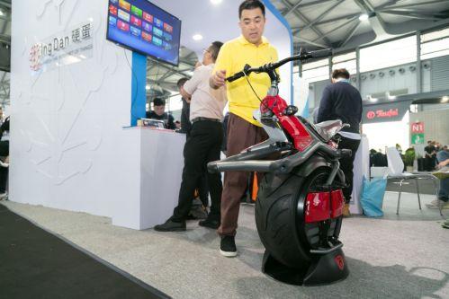硬蛋亮相上海CES,展示机器人生态