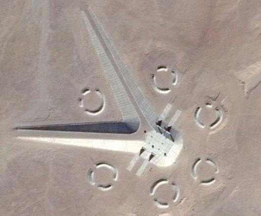 埃及沙漠中惊现神秘建筑 引发UFO猎人狂猜