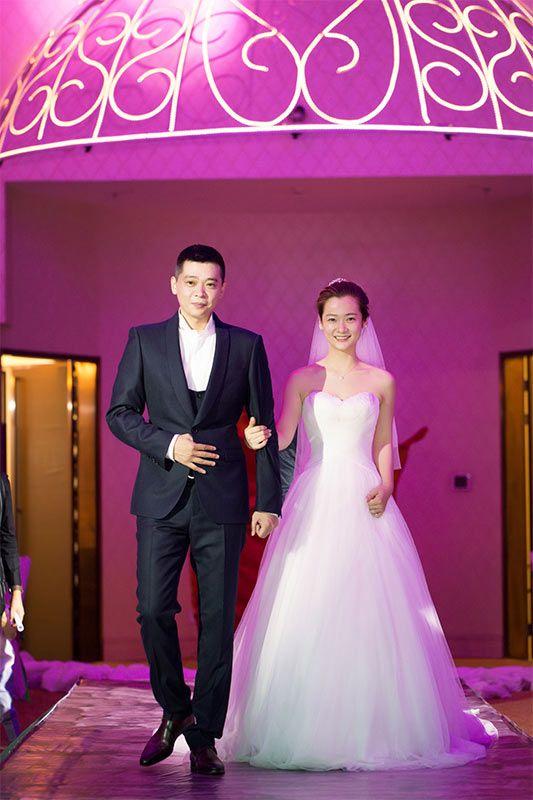 相恋六年成正果 林继东沈陶然婚礼甜出新高度