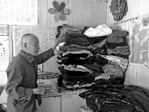 九旬老人设中转站免费送衣物