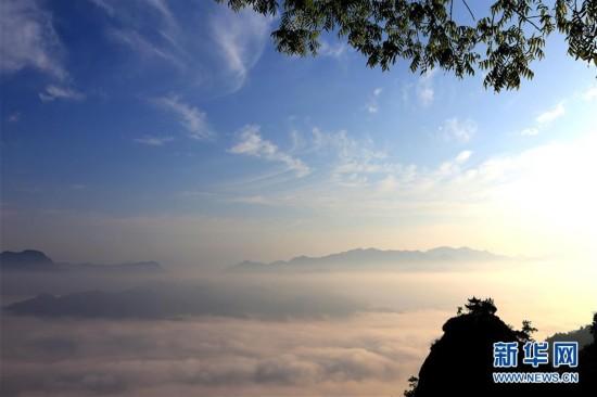 高清组图:雨后齐云山现云海