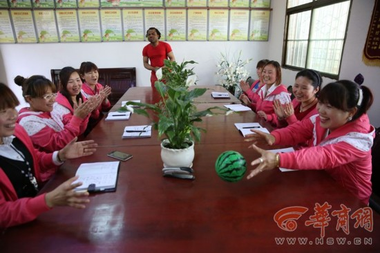 蓝田乡村幼儿园来了洋外教 村民做油泼面感谢