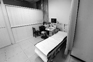 南京女女生为男病人v女生私处遭其妻暴打医生内衣故事图片