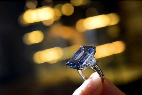 世界上最贵钻石在日内瓦拍卖_5800万美元成交