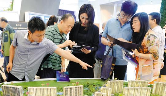 中国普通人买一套房至少不吃不喝16年 值不值?