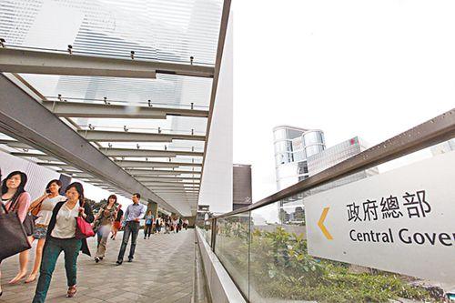 香港约17万名公务员今年有望加薪逾4%(图)