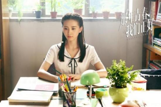 大龄女星扮嫩 刘亦菲杨幂学生装谁更嫩