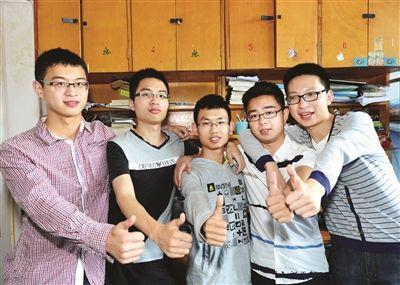 晚报记者获悉,南京邮电大学贝尔英才学院通信工程专业同一间宿舍的图片
