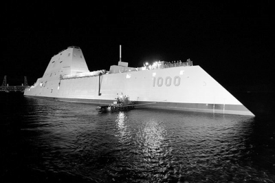 """""""朱姆沃尔特""""号隐形导弹驱逐舰资料图。"""