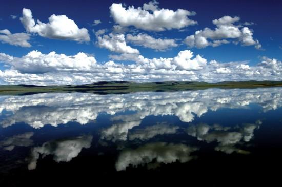 在藏北拍摄的水天一色的画面(资料照片)。 新华社记者 觉果 摄