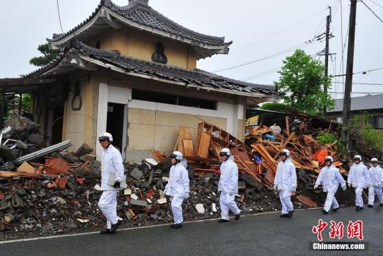 4月24日拍摄的日本熊本地震震中灾区益城町一带建筑损毁严重。 <a target='_blank'  data-cke-saved-href='http://www.chinanews.com/' href='http://www.chinanews.com/'><p  align=