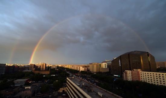 宣武门附近拍摄的彩虹。新华社记者 邢广利 摄