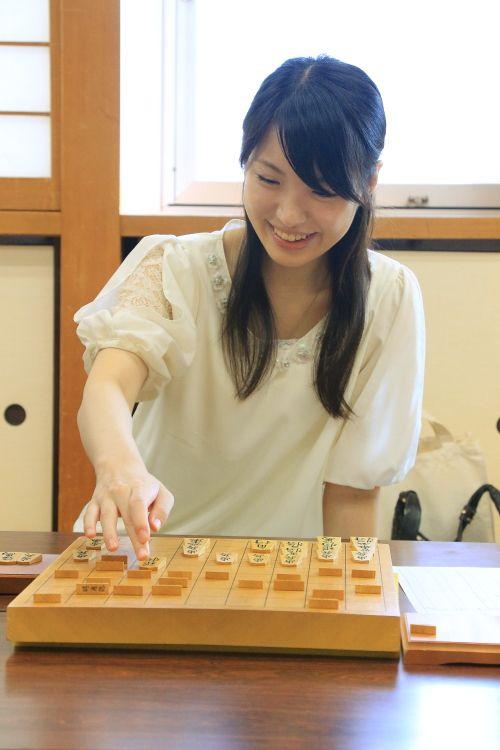 (美貌)日本90后组图视频v美貌美女美女堪比宋慧棋手的挠气质给痒痒图片