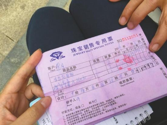 老人游港澳被骗4万多 香港拒购物被关3小时(图)