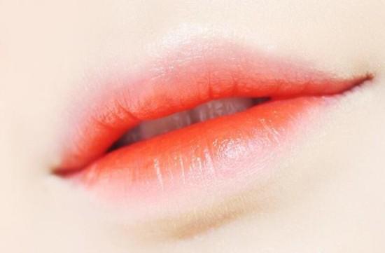 """八公举:周冬雨倪妮变少女?还不是因为涂了""""哈密瓜色""""唇"""