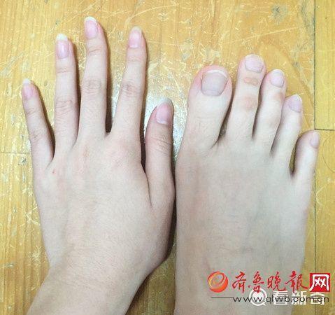 女大学生脚趾修长如手指
