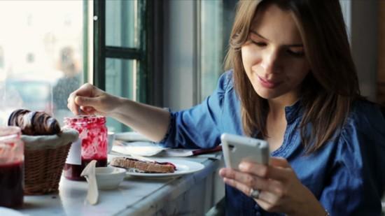 研究显示:女性对智能手机更易上瘾