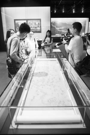天津博物馆镇馆之宝之一《清乾隆漕运图》。