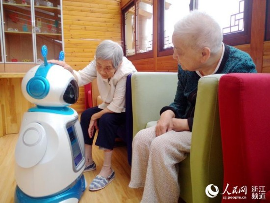 机器人 保姆 入驻杭州养老机构