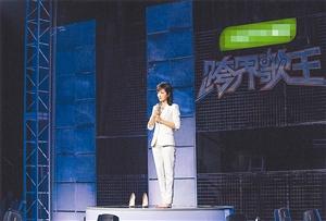 刘涛《跨界歌王》遭淘汰 忍受痛楚坚持上台