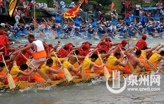 泉州各地文化民俗活动丰富多彩:赛龙舟泼水捉鸭 听南音看嗦����