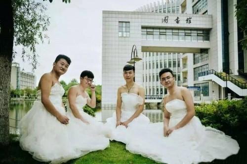男生穿婚纱吧_男生穿婚纱
