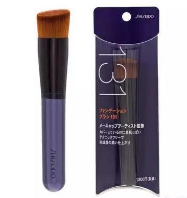 化妆刷VS粉扑VS手,粉底液用什么涂抹最好?