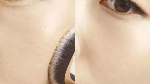 化妆刷VS粉扑VS手,粉底液用什么涂最差?