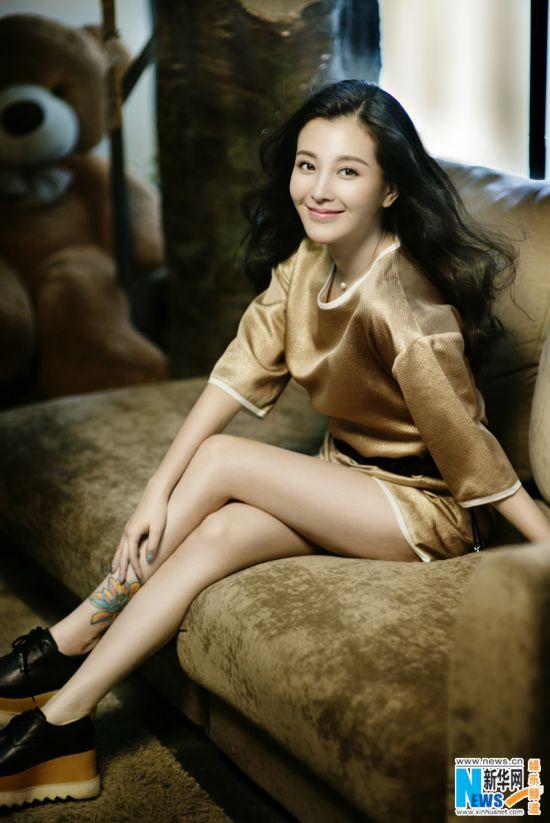 組圖:劉雨鑫時尚寫真曝光 大長腿展白皙肌膚