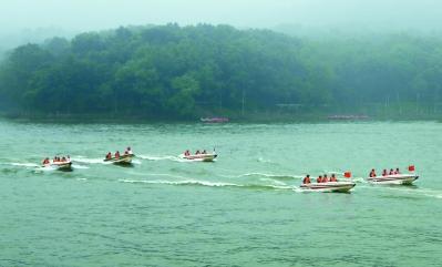 南京警备区组织民兵抗洪进行抢险演练