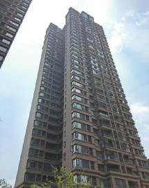 6月12日,成都郫县犀浦某小区事发高楼。