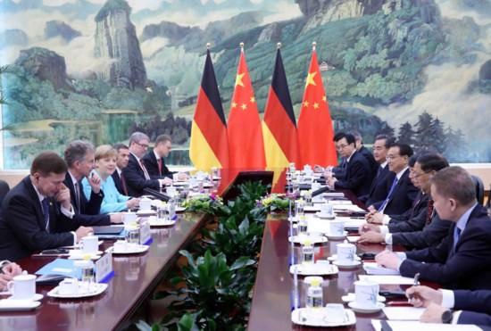 6月13日,国务院总理李克强在北京人民大会堂同来华进行正式访问的德国总理默克尔举行会谈。